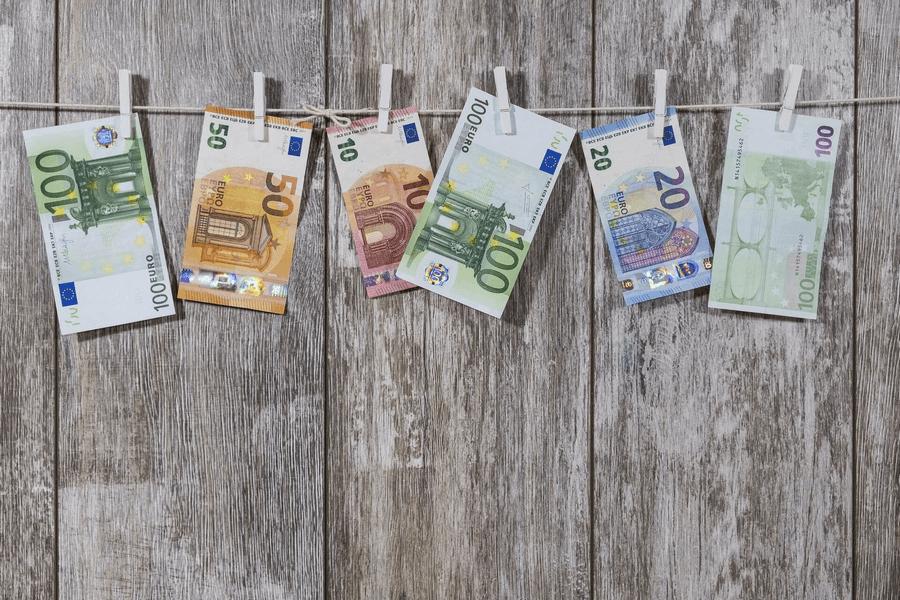 Geldscheine zum Feldbetten kaufen